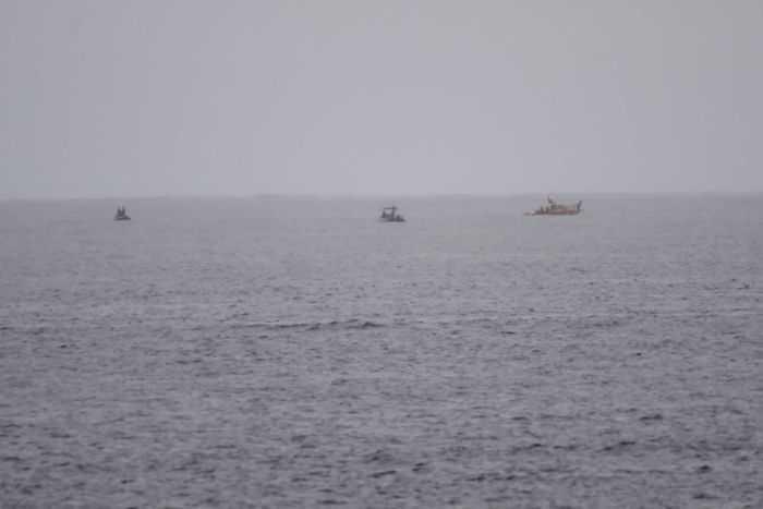 Các tàu tuần tra đang tìm kiếm mảnh vỡ trên biển