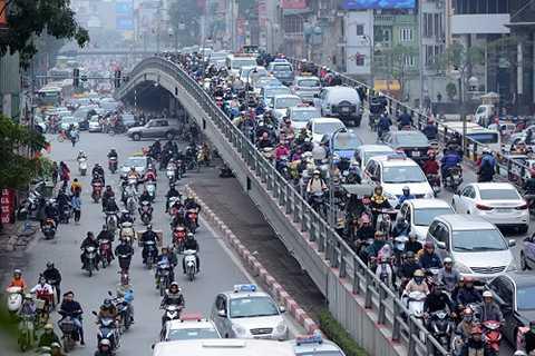Cầu vượt Thái Hà kín đặc xe