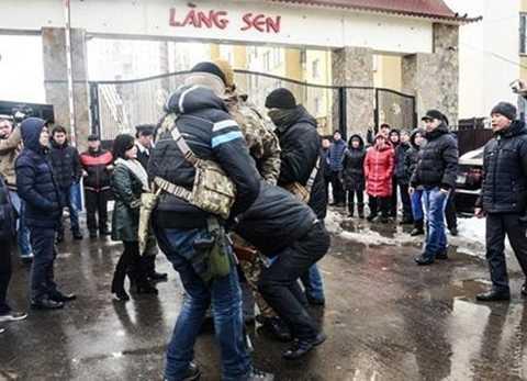 Khu Làng Sen của người Việt tại Ukraine bị đặc nhiệm nước này khống chế và khám xét