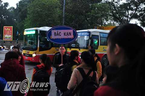 Sáng ngày 30/1, 32 chuyến xe đưa gần 1.500 các bạn sinh viên có hoàn cảnh khó khăn đang theo học tại các trường đại học, cao đẳng, học viên trên địa bàn thành phố Hà Nội đã chính thức được khởi hành.