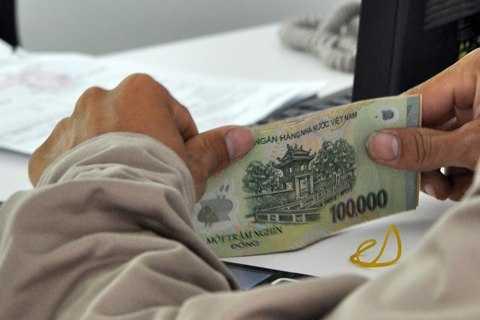 Nhiều người lao động đón Tết nhưng không trọn niềm vui vì khoản tiền thưởng phải sau kỳ nghỉ mới được nhận. Ảnh: Anh Quân