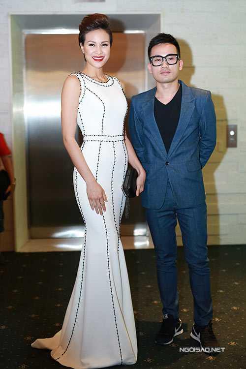 Thiết kế đơn giản mà tinh tế của Hà Duy đem lại cho người mẫu Phương Mai nét sang trọng, gợi cảm.