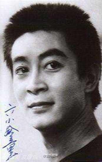 Một bức hình xưa cũ của Lục Tiểu Linh Đồng.