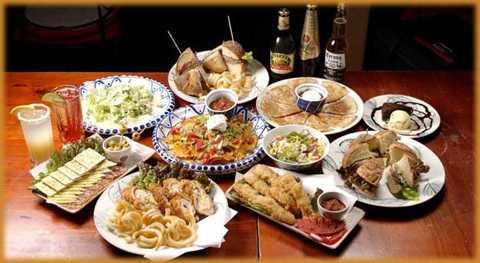 Nhật Bản: Vào dịp cuối năm, người dân xứ   sở phù tang sẽ tổ chức bữa tiệc năm mới mang tên Bonenkai (tiệc từ biệt   năm cũ). Tất cả món ăn năm mới được để trong hộp quét sơn đỏ mới hy   vọng nhiều may mắn mới.