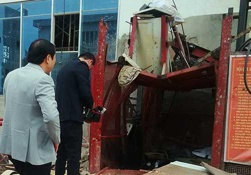 Hiện trường vụ rơi máy vận thăng làm 6 người gặp nạn ở Đà Nẵng.