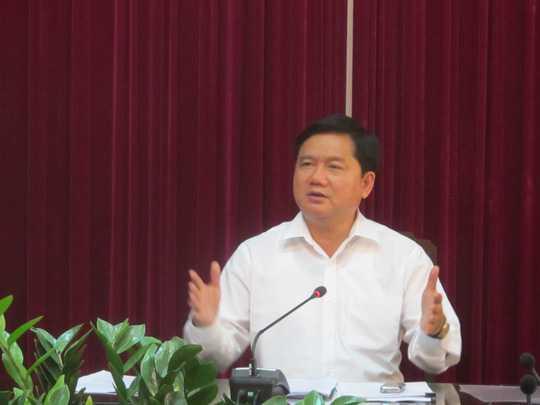 Chiều 3/2, Ủy viên Bộ Chính trị, Bộ trưởng Đinh La Thăng chỉ đạo cách chức Tổng giám đốc Công ty CP Vận tải đường sắt Hà Nội  vì đã mua toa xe qua sử dụng của Trung Quốc - Ảnh: Văn Duẩn