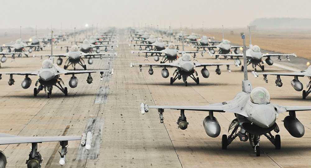 Các chiến cơ F-16 của Mỹ dàn hàng