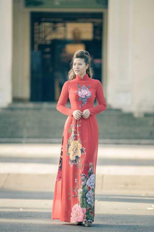Phan Ngọc Anh (sinh năm 1990) được biết đến khi chi 1 tỷ   đồng làmliveshow DJ cá nhân đầu tiên tại Việt Nam, với tên gọiNgọc trong đá.Vừa qua, cô còn làm giám khảo cuộc thiMiss DJ