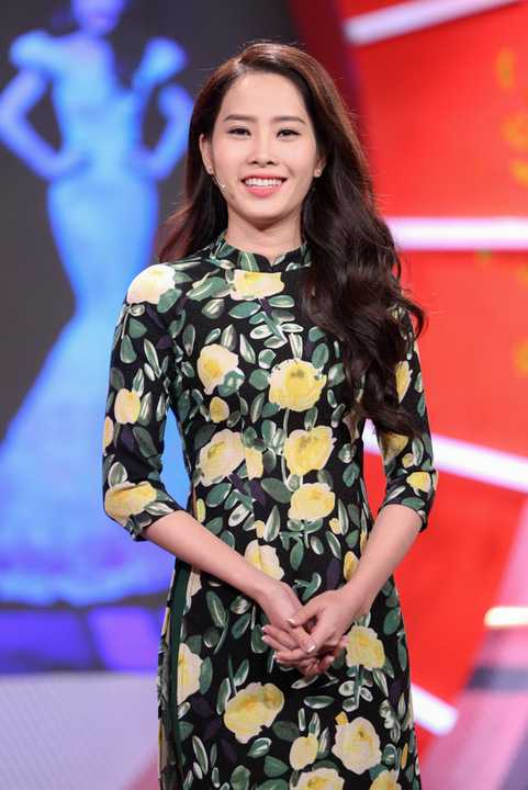 Đặc biệt, á hậu Hà Thu cũng chính thức trở thành bà chủ kinh doanh cửa hàng ăn uống trong khi Nam Em cũng lấn sân sang ca hát.