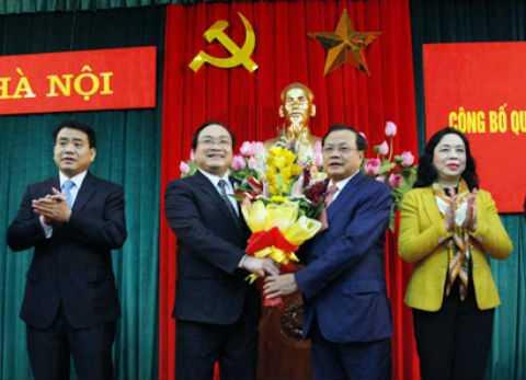 Ông Phạm Quang Nghị chúc mừng tân Bí thư Hà Nội.