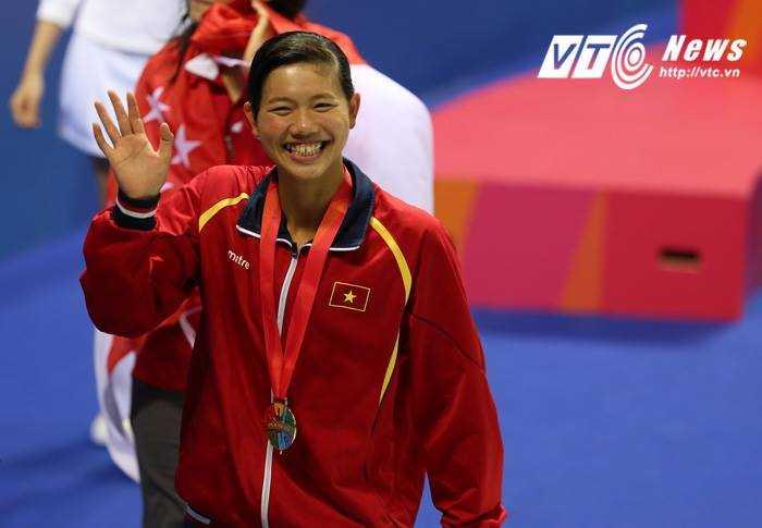 Ánh Viên cười hết cỡ sau chiến thắng lịch sử tại SEA Games 28