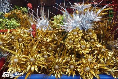 Dù giá có đắt đỏ hơn hoa thật, mỗi bông rẻ nhất có giá từ 30.000 - 80.000 đồng nhưng bù lại có thể giữ được vẻ đẹp một cách