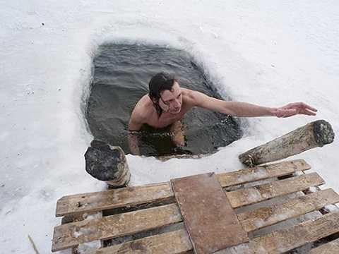 Phong tục ngâm mình trong nước  lạnh ở Đông Âu