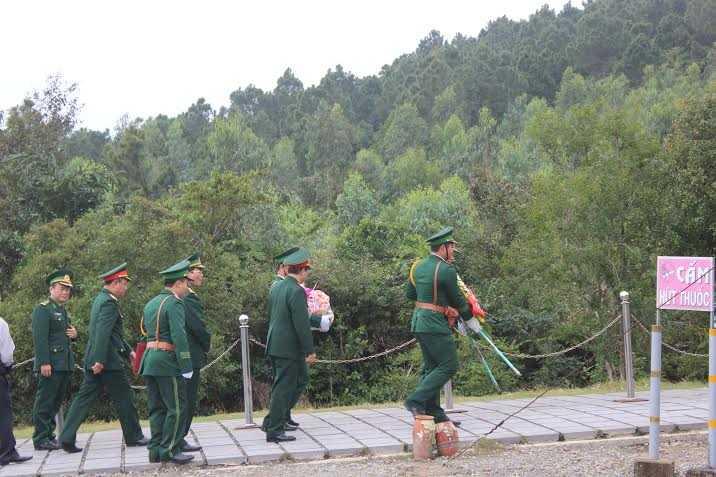 Phái đoàn cấp cao của Bộ Quốc phòng đến dâng hương lên Đại tướng Võ Nguyên Giáp dịp cận tết Bính Thân.