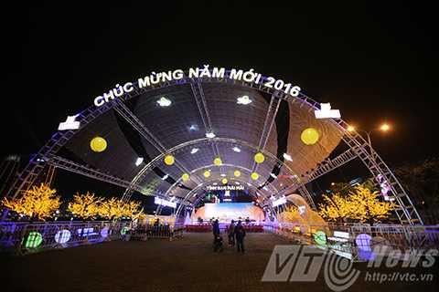 Không gian sân khấu ca nhạc đầu cầu Sông Hàn