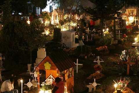 Người Chile chọn nghĩa trang là nơi để đón giao thừa cùng người đã khuất
