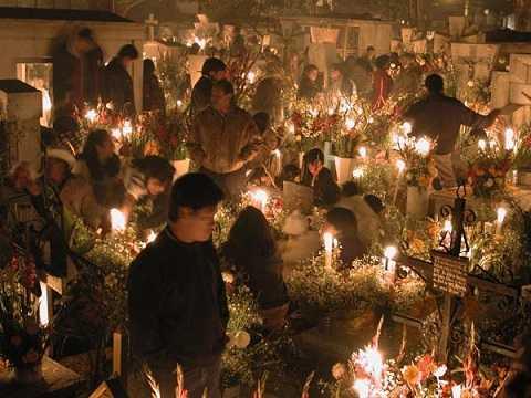 Những ngôi mộ lạnh lẽo sẽ được sưởi ấm trong đêm giao thừa
