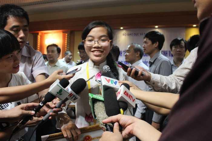 Hương Thảo cố gắng học tiếng Anh để chuẩn bị cho quá trình du học.