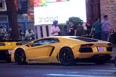 Lamborghini Aventador là một trong những siêu xe được ưa chuộng nhất. Giá bán chính hãng vào khoảng 26 tỷ đồng. Tuy nhiên hầu hết xe về Việt Nam lại không phải chính hãng nên có giá thấp hơn nhiều. Ảnh: Hải Đăng.