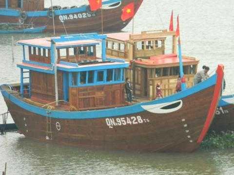 Hàng nghìn chiếc tàu, thuyền kéo neo xuất quân đầu năm mới.