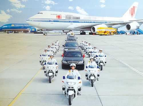 Đoàn môtô hộ tống đón khách quốc tế tại sân bay Nội Bài. Ảnh: Tư liệu BTL Cảnh vệ.