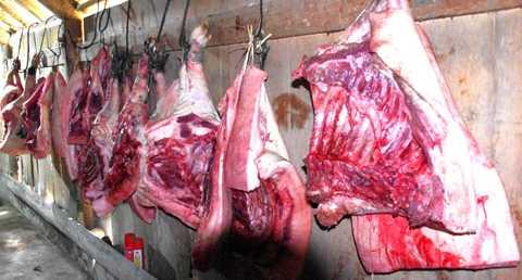 Ngày Tết mổ lợn ăn uống linh đình