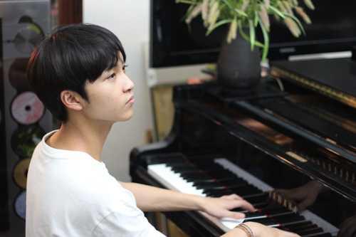 Năm 2013, trong số 10 gương mặt trẻ tiêu biểu toàn quốc, Đăng Quang là đại diện duy nhất của lĩnh vực văn hóa - nghệ thuật.