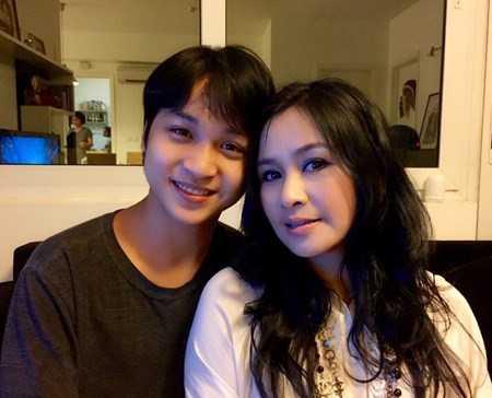 Mỗi khi nhắc đến con trai, Thanh Lam đều trìu mến: 'Con trai út của tôi là thân với mẹ nhất. Trong các người con, tôi thấy Quang có tố chất nghệ sĩ nhiều nhất. Nhìn con trai, tôi thấy có phần nào của mình ở đấy, trong sáng và hơi tồ'.