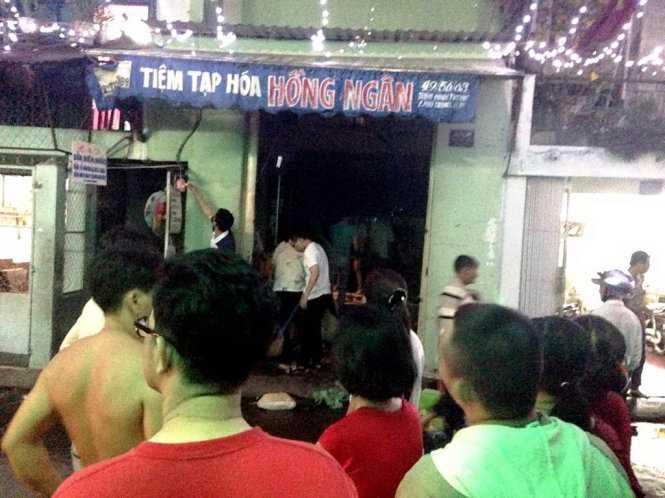 Vụ cháy xảy ra tại căn nhà 2 tầng hèm 49 đường Trần Đình Trọng, TP HCM. (Ảnh: Tuổi Trẻ).