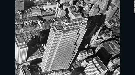 Tác phẩm chụp New York nhìn từ trên cao nữ nhiếp ảnh gia Margaret Bourke White chụp năm 1939, bà là nữ phóng viên chiến trường đầu tiên của Mỹ trong Thế chiến II