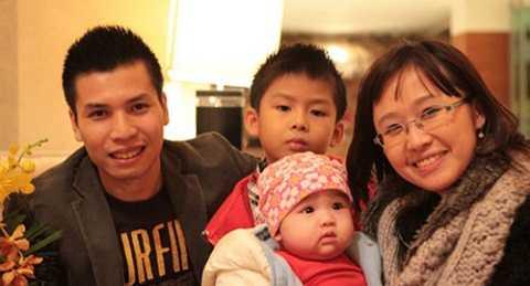 Gia đình hạnh phúc của PGS Lưu Ly