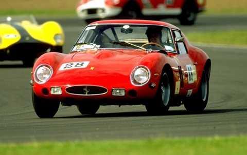 """2. Siêu xe độc    Không phải người giàu nào cũng thích xài hàng độc, nhưng những món đồ """"có một không hai"""" cũng là một cách thể hiện đẳng cấp, dù là vật dụng thể thao, xế hộp hay tranh nghệ thuật. Chẳng hạn như chiếc Ferrari 250 GTO sản xuất năm 1963 này. Chỉ có một chiếc trên thế giới và giá của nó là 52 triệu USD."""