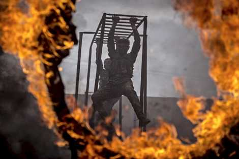 Vượt chướng ngại vật trong lửa ở Syria