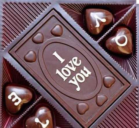Do dịp Tết Nguyên đán năm nay lại trùng với ngày Lễ tình yêu Valentine nên mặt hàng socola cũng được tìm kiếm và hỏi mua nhiều. Trên thị trường, có rất nhiều mẫu mã socola Valentine khác nhau để khách hàng lựa chọn.