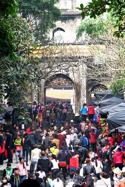 Chùa Hương đông kín người vào dịp Tết Bính Thân (Ảnh: TPO)