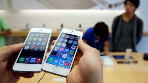 iPhone 5S chính hãng rơi xuống mức giá dễ chịu khiến sức mua tăng vọt những ngày sát Tết.