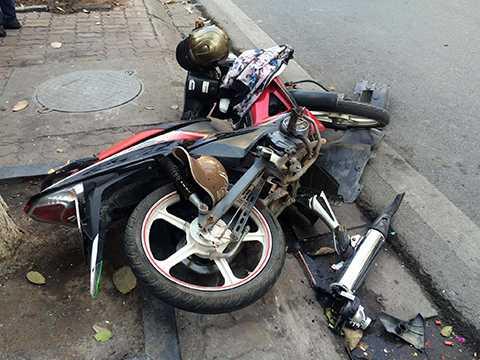 Chiếc xe máy của hai nạn nhân bị hư hỏng nặng