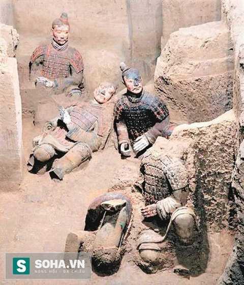 Nhiều tượng màu được phát hiện trong cuộc khai quật đường hâm binh mã 1 lần thứ ba.