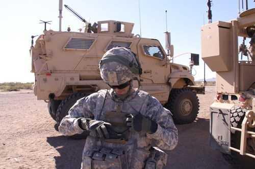 Trong năm 2016, lính Mỹ sẽ được trang bị ứng dụng Nett Warrior trên nền tảng máy tính bảng cho phép binh sỹ có thể theo dõi nhau trên chiến trường. Nó cũng cho phép người lính gọi sự hỗ trợ của pháo binh nhanh và chính xác hơn.