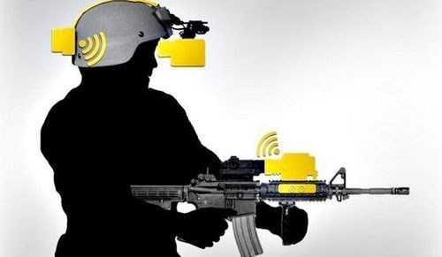 Nó cũng được tích hợp với các vũ khí tương lai cho phép ngắm bắn thông ngay chính bằng ánh mắt. Tuy nhiên các hệ thống vũ khí tích hợp với kính này dự kiến năm 2019 mới sẵn sàng phục vụ.
