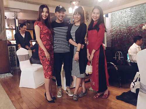 Trấn Thành - Hari Won diện đồ đôi đi chơi xuân.