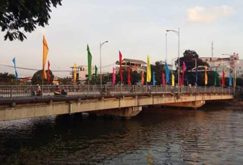 Cầu Kênh Nhánh nơi đôi thanh niên nhảy cầu