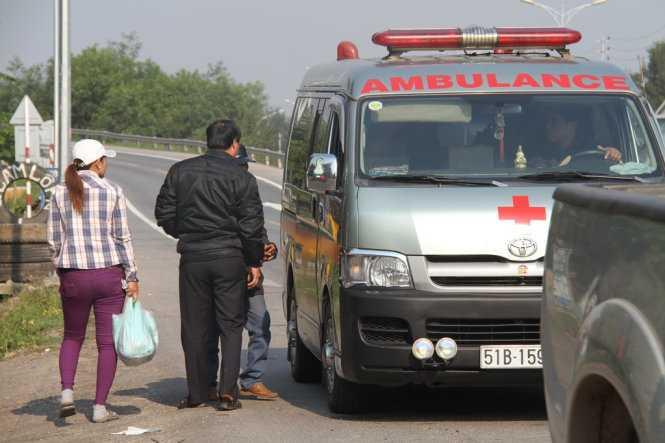 Xe cấp cứu giả đón khách dọc đường?