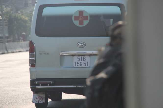 Xe cấp cứu chở khách về Sài Gòn