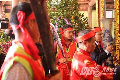 Trong công văn của Sở Văn hoá Thể thao và Du lịch tỉnh Bắc gửi Ban tổ chức lễ hội làng Ném Thượng nêu rõ, lễ hội Ném Thượng năm 2016 sẽ giữ nguyên như mọi năm để bảo tồn nghi thức truyền thống. Tuy nhiên, nghi thức chém lợn giữa sân đình sẽ được điều chỉnh, tổ chức ở khu vực riêng kín đáo.