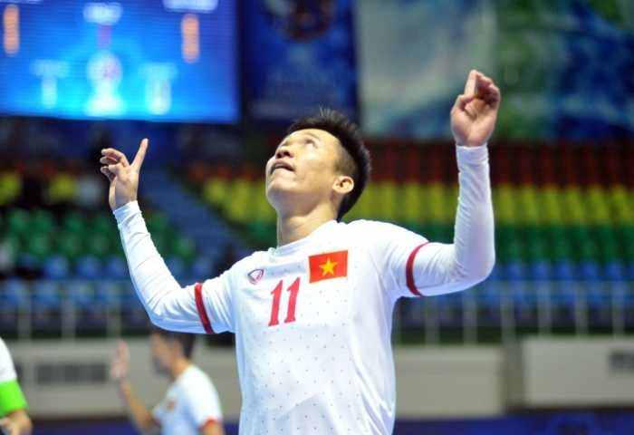 Dương Anh Tùng mở tỷ số sớm cho tuyển VN
