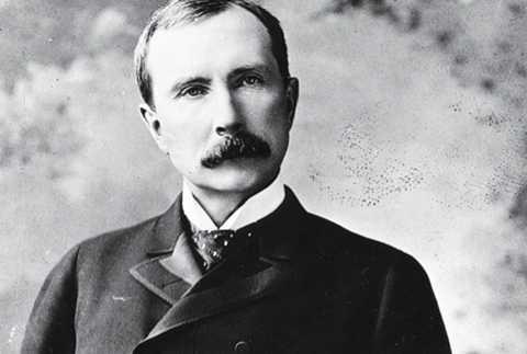John D. Rockefeller (1839-1937). Vào thời của mình, Rockefeller từng là một đại gia trong lĩnh vực dầu mỏ Mỹ - công ty Standard Oil của ông đã nắm giữ 90% hoạt động sản xuất dầu của Mỹ. Tính theo hiện tại, số tài sản của John D. Rockefeller lên tới 341 tỷ USD