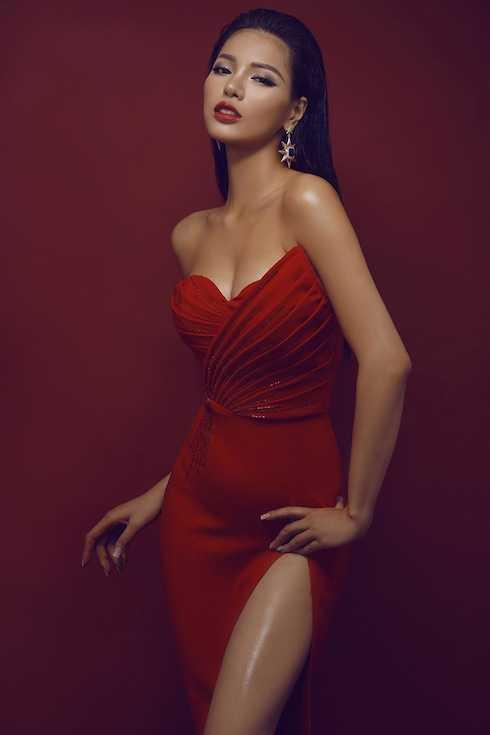 Khả Trang sở hữu vẻ đẹp cá tính và thân hình sexy.