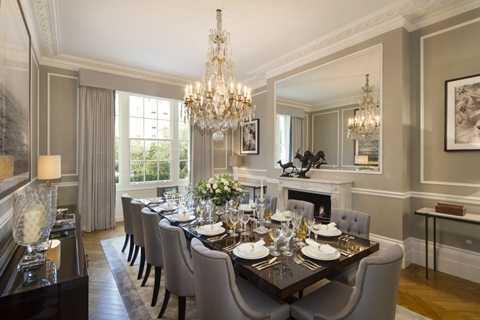 Thiết kế phòng ăn vẫn giữ được sự cổ kính, sang trọng của xã hội ngày trước nhưng cũng không kém phần hiện đại với các tiện nghi