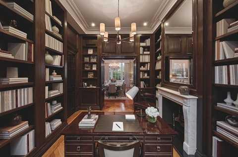 Phòng nghiên cứu, đọc sách dưới tầng trệt là nơi chủ nhân thường xuyên giải quyết những công việc chính trị quan trọng